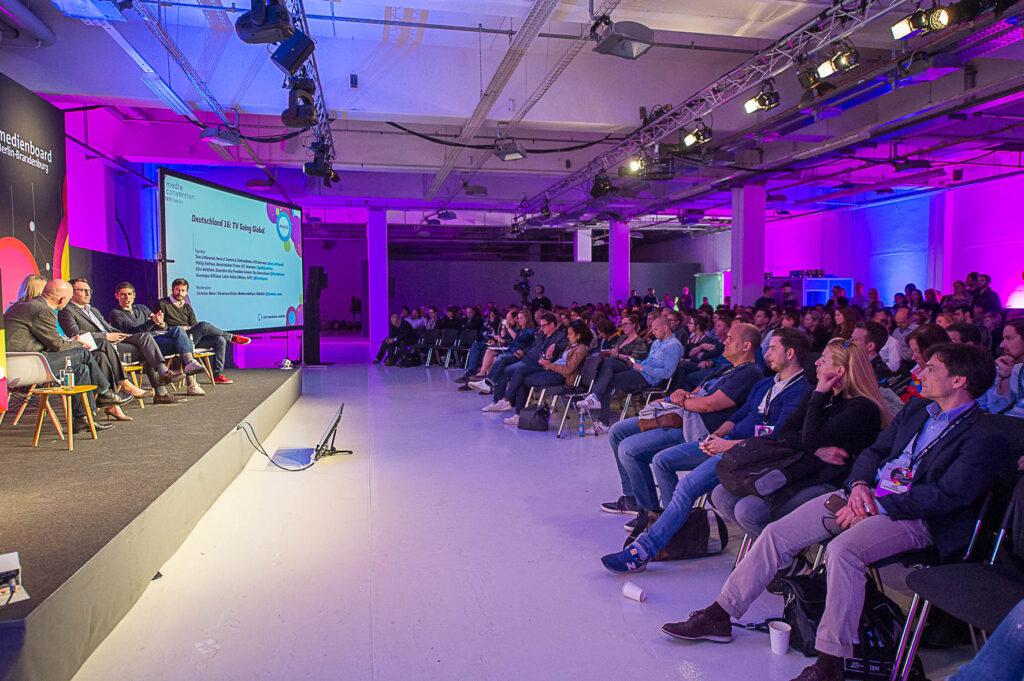 """Media Convention 2016 """"Deutschland 16: TV Going Global"""" mit Phillip Steffens, Elke Waltheim, Tom Littlewood, Dominique Willieme (c) Ulf Büschleb"""