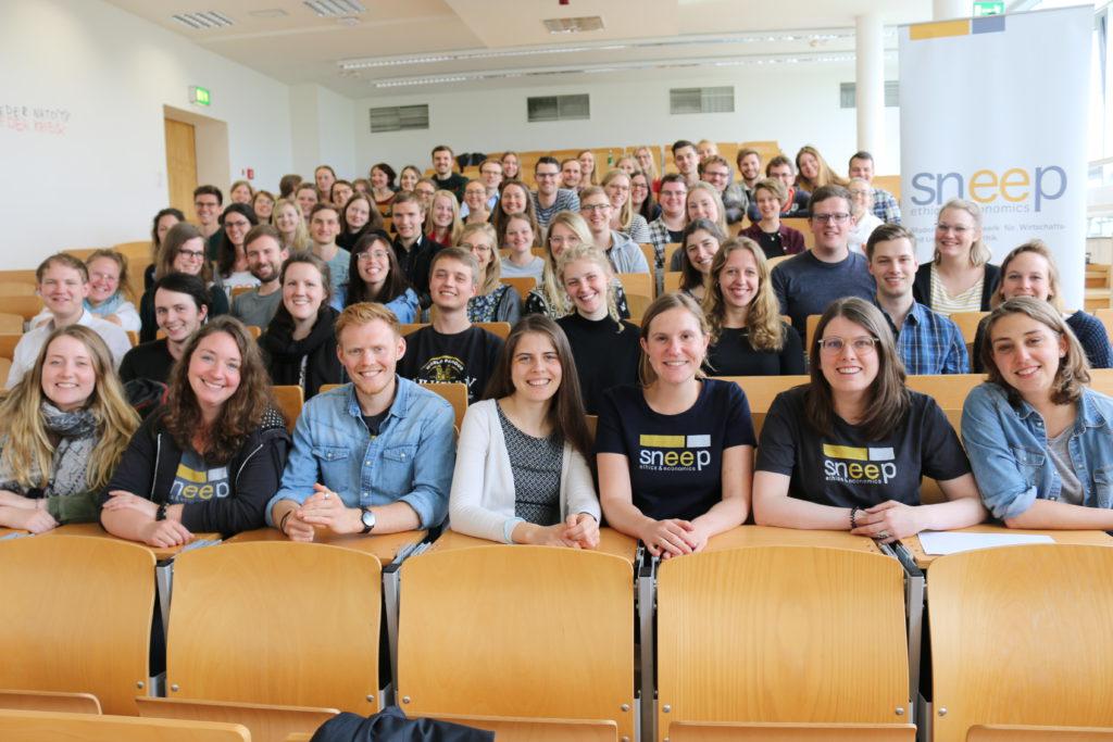 Gruppenfoto der Studierenden von sneep e.V. auf ihrer Frühjahrstagung in Münster