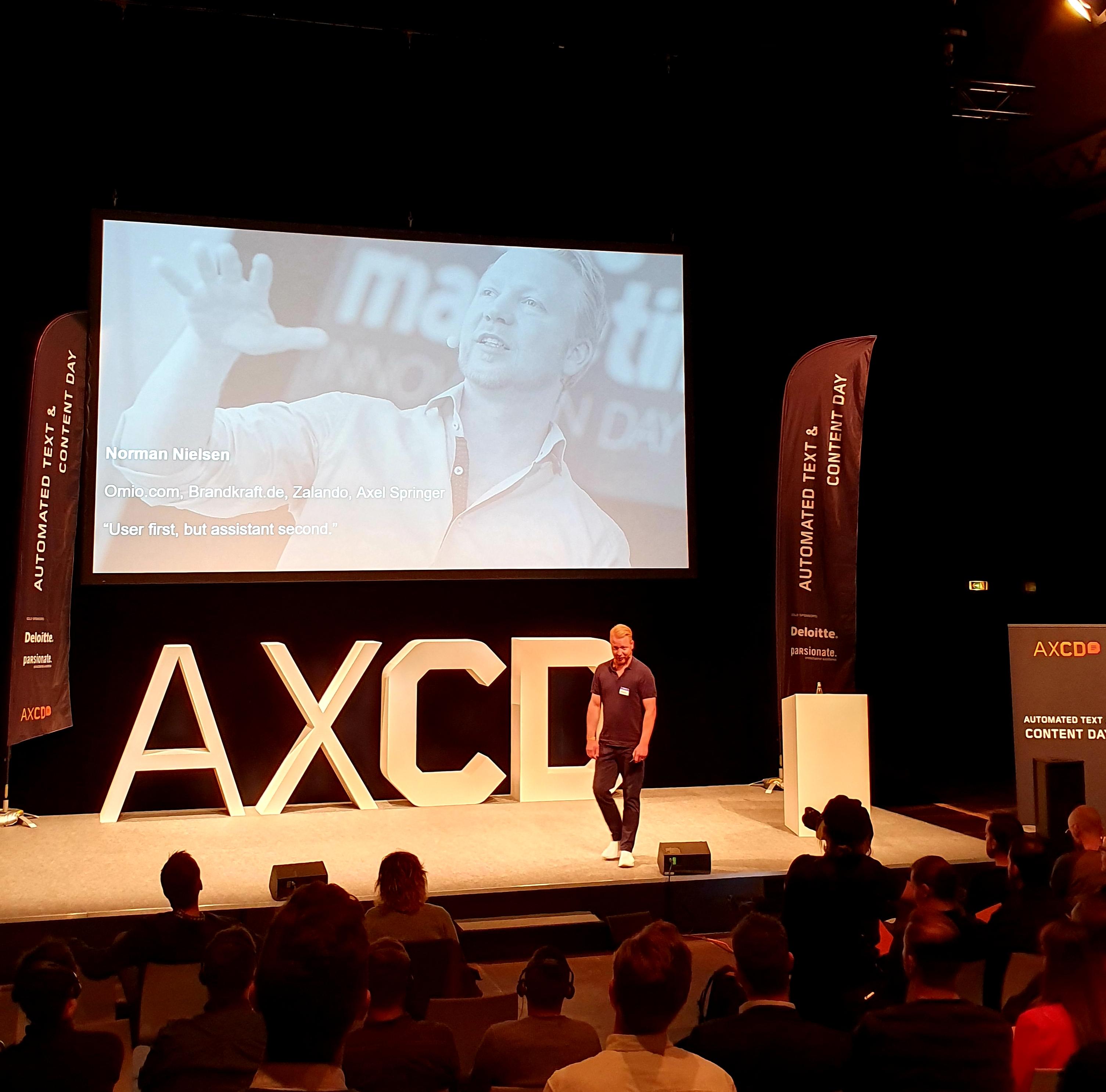Norman Nielsen bei seiner AXCD-Keynote in Berlin zum Theme Automatisierung.