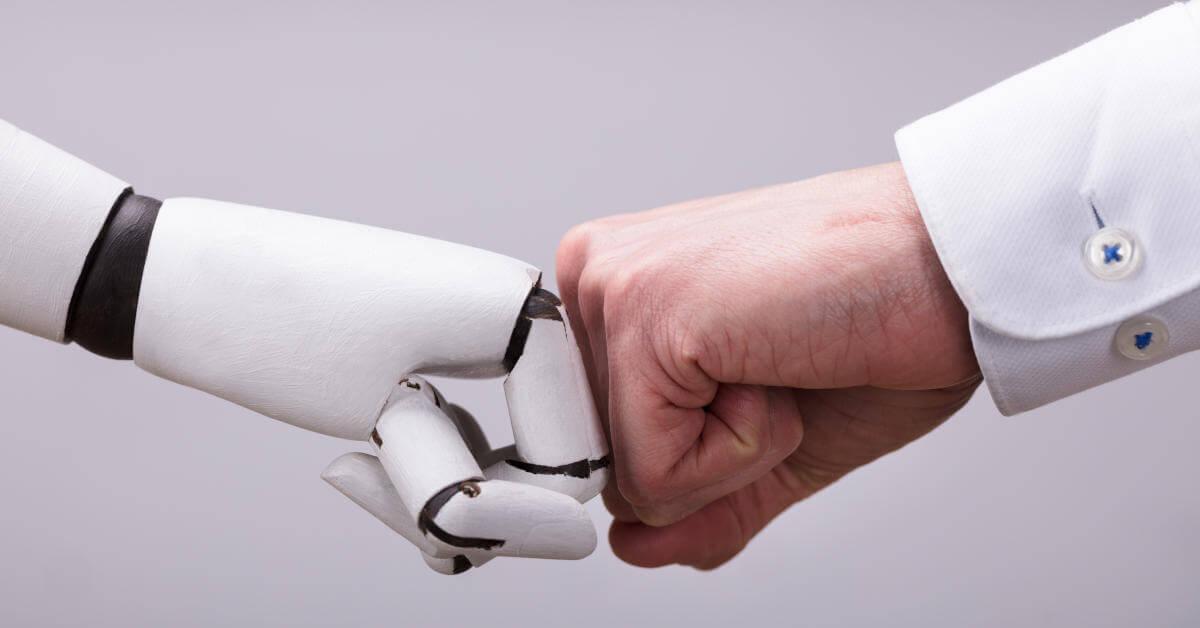 Fast Eines Roboters Und Eines Menschen - Zusammenarbeit Bei MTPE